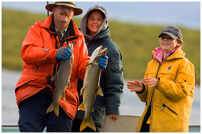 Egan Wuth and daughters with lake trout by Robert Berdan ©