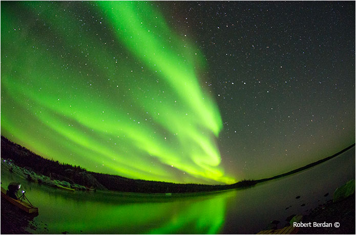 Aurora in Yellowknife photographed with 100 mm F2.8 lens by Robert Berdan ©