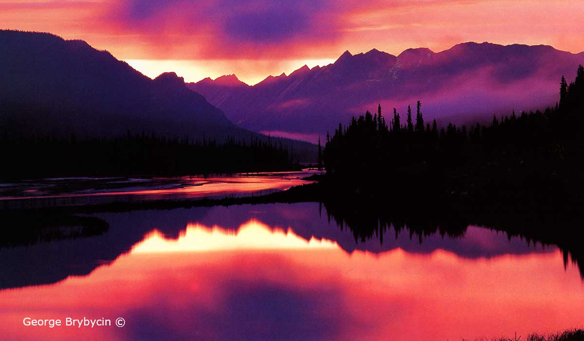 Sunwapta river by the Columbia Icefield by George Brybycin ©