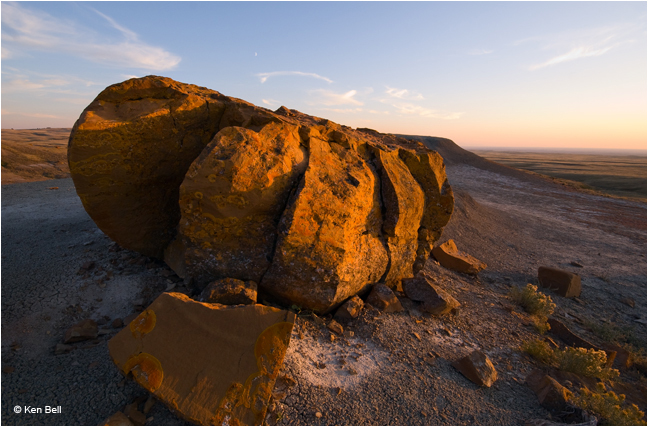 Concretion at Red Rock Coulee in evening light by Ken Bell ©