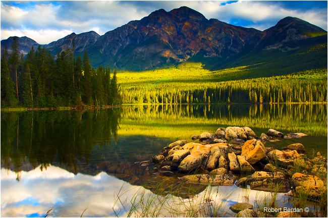 Pyramid lake and mountain in Jasper National Park by Robert Berdan ©