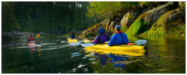 Kayakers enter narrow coves by Robert Berdan ©