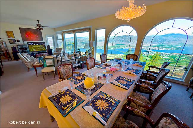 Breakfast table at the Observatory B&B by Robert Berdan ©