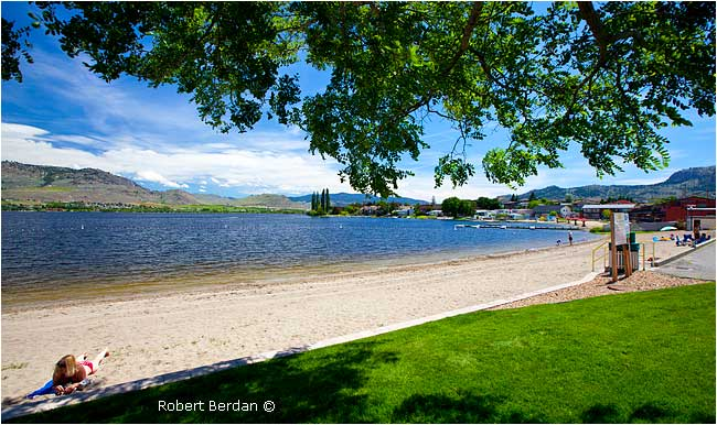 Legion Public beach in Osoyoos by Robert Berdan ©