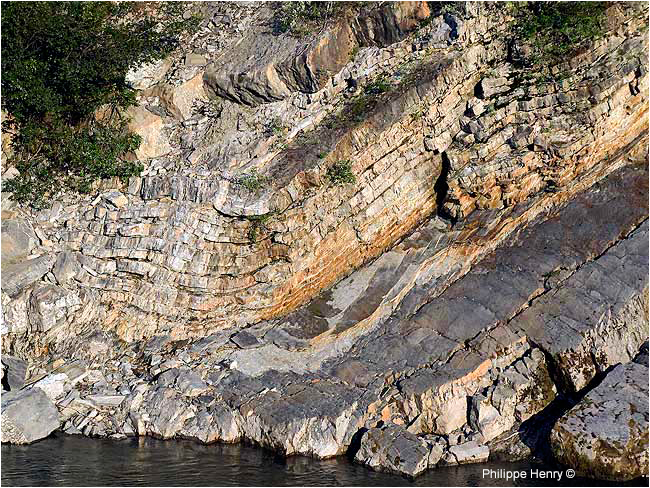 Rock's formation in the Firth river canyon's wall by Philippe Henry ©