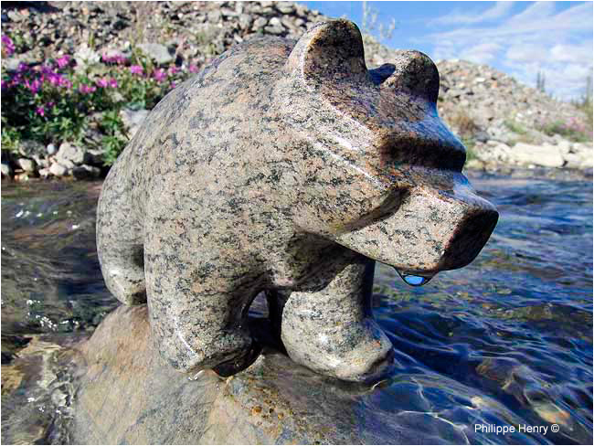 Grizzly Bear made by Deline artist-sculptor Garry Elemie by Philippe Henry ©