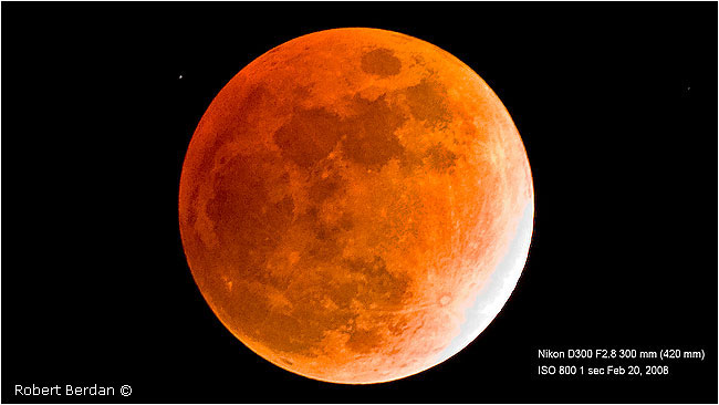 Lunar eclipse by Robert Berdan