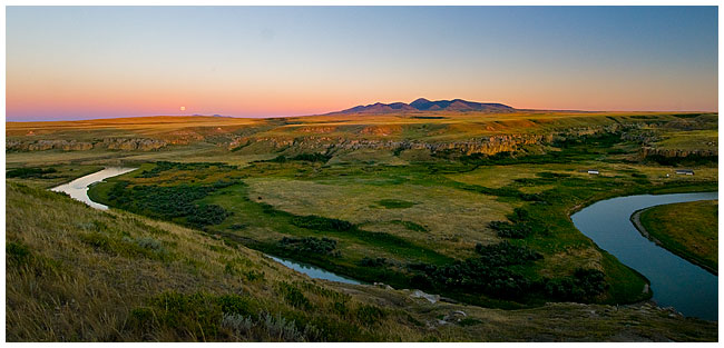 Panoramic view ofthe Milk river Writing-on-Stone Provincial Park by Robert Berdan ©