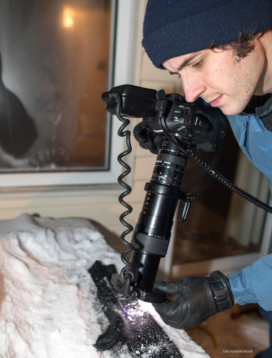 Photographing snow crystals with a Canon MP-E-65mm Macro lens Don Komarechka ©
