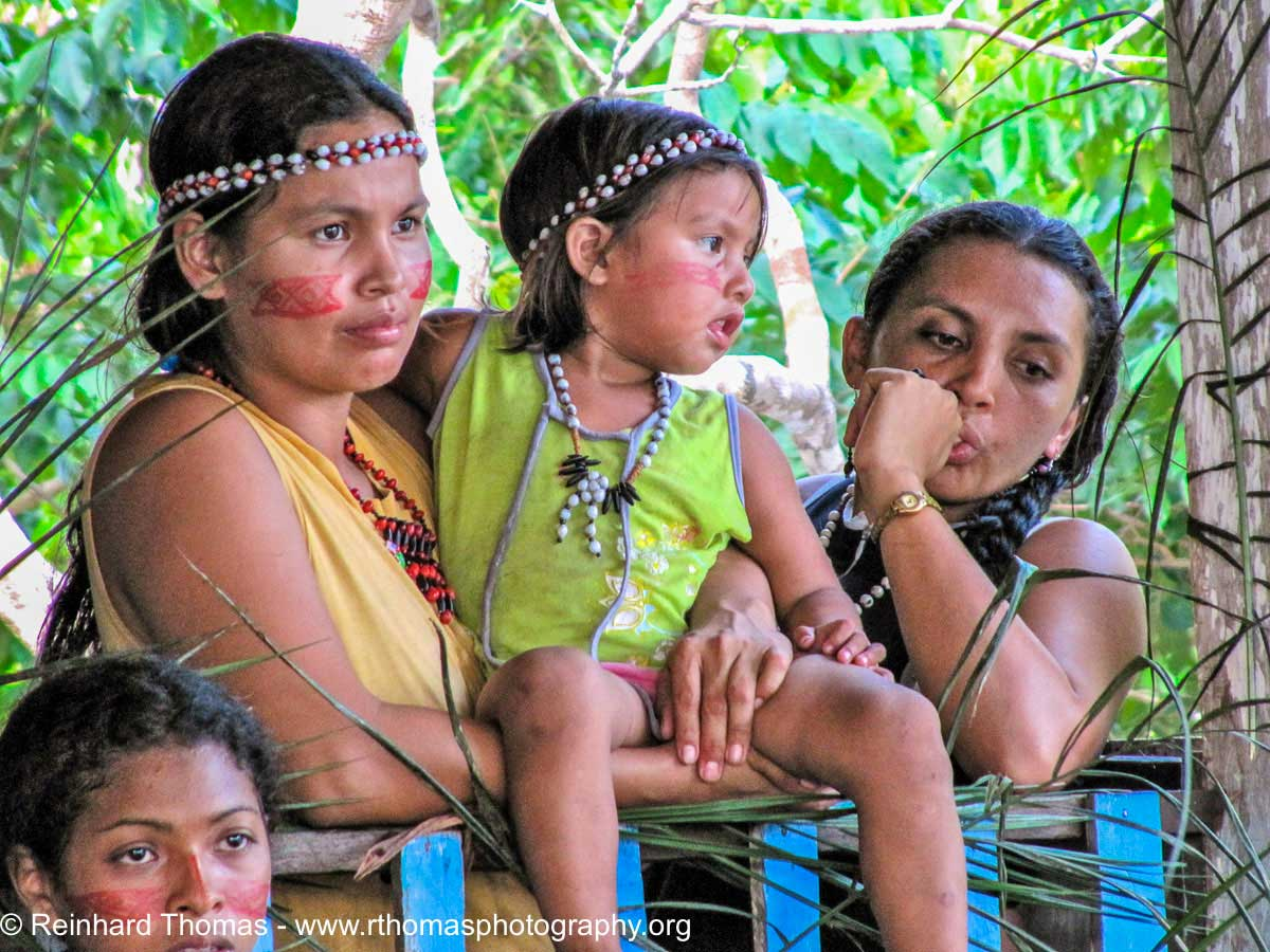 Indigenous women along the Rio Negro by Reinhard Thomas ©
