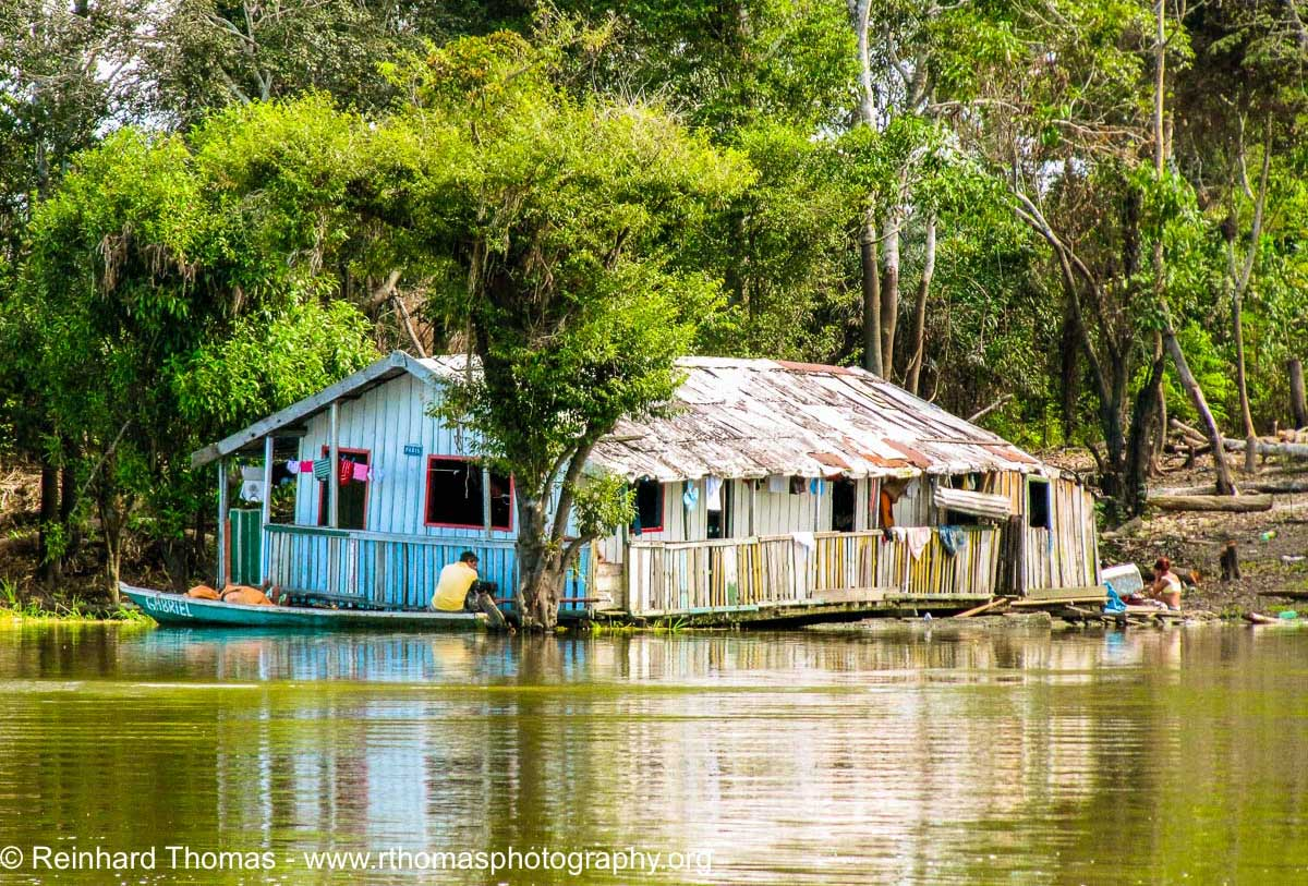 River dwellwers wih their floating home on Lake January by Reinhard Thomas ©