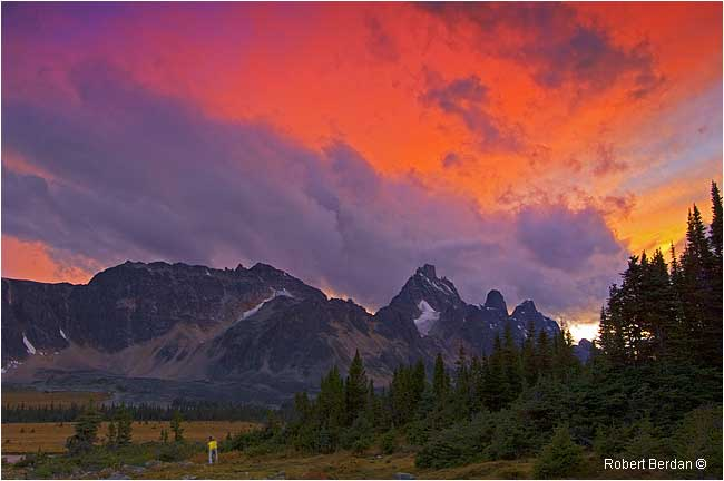 Colured clouds at sunset in the Tonquin Valley by Robert Berdan ©