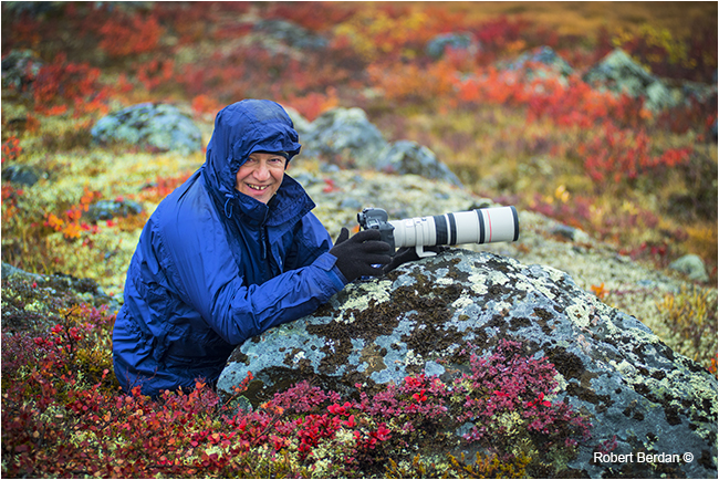 Liviu Vancea on the tundra with 400 mm lens photographing Caribou by Robert Berdan ©