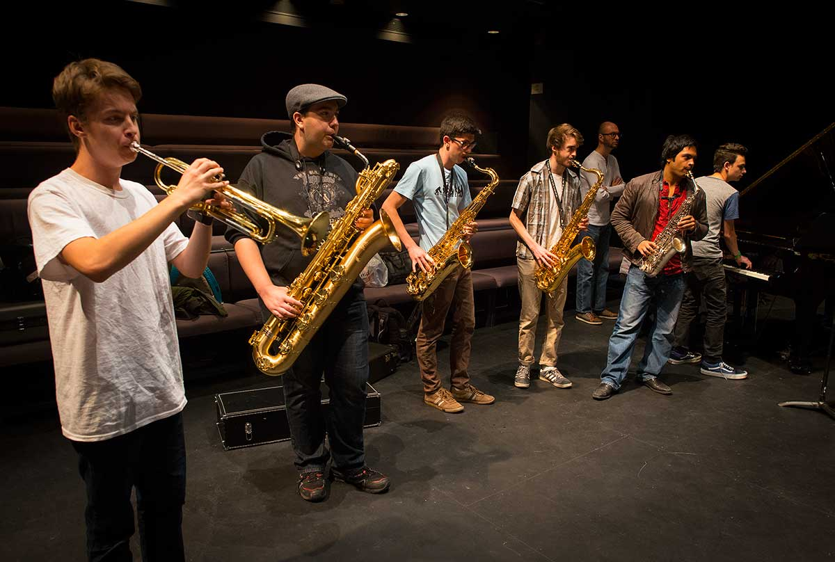 Students at the Jazz workshop by Robert Berdan ©