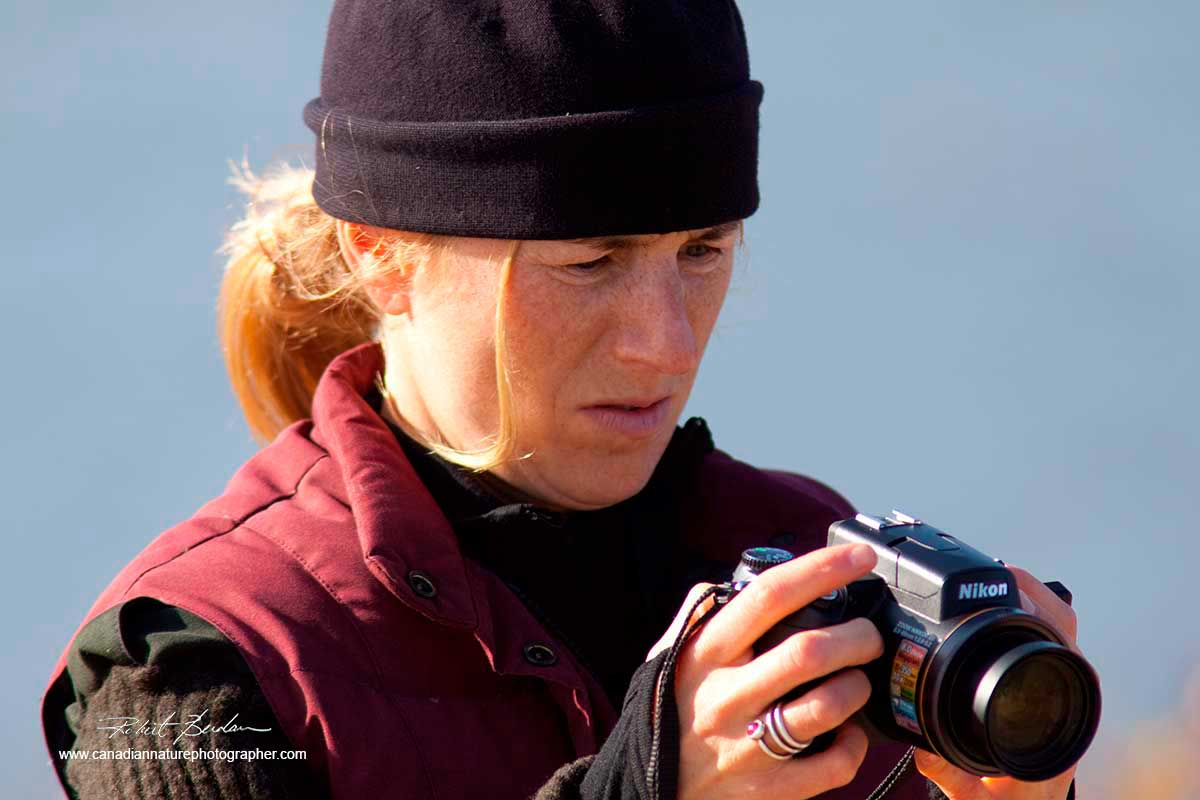 Amanda Peterson studying the back of her camera by Robert Berdan ©