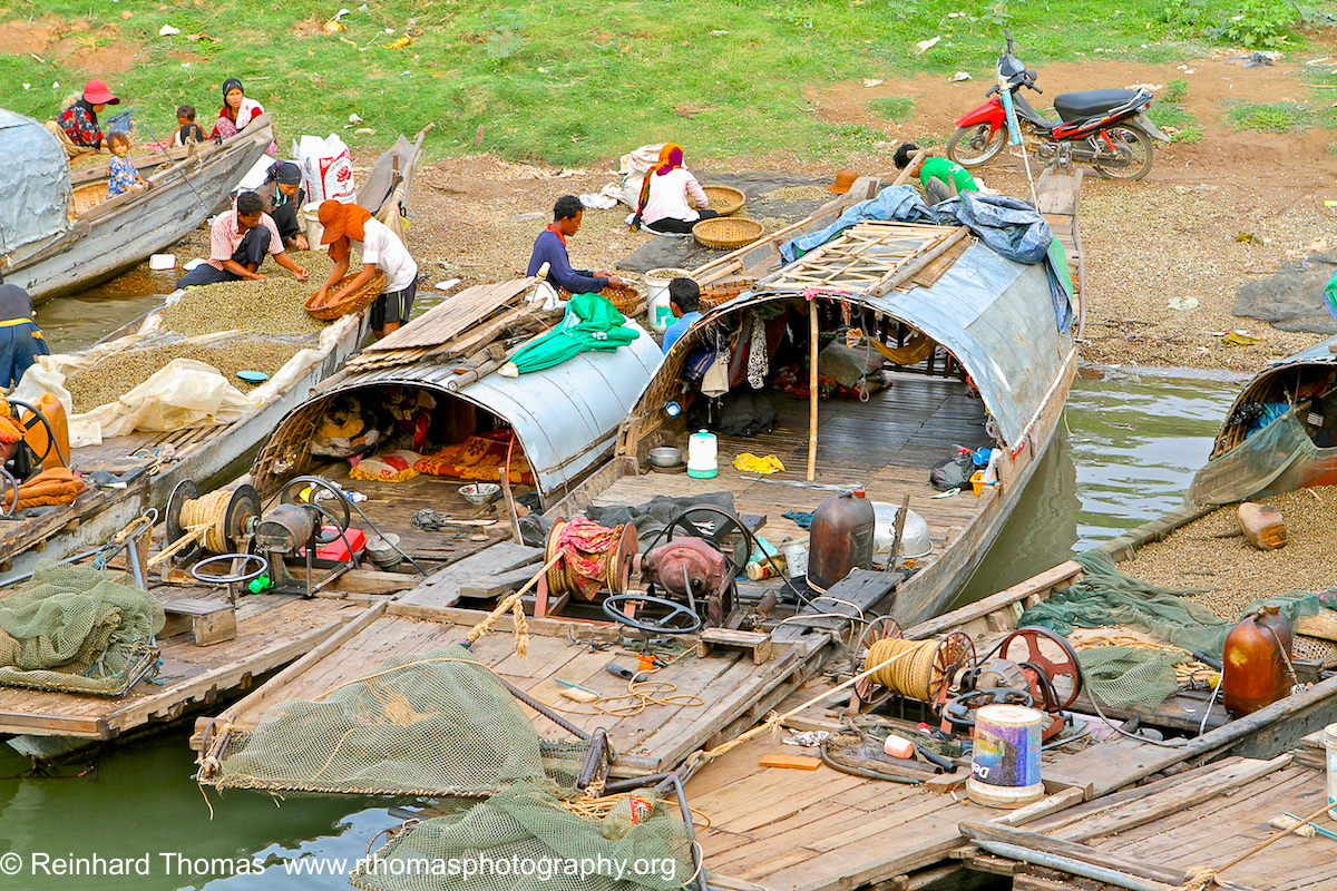 Fishing Boats with snail fishers Cambodia by Reinhard Thomas ©
