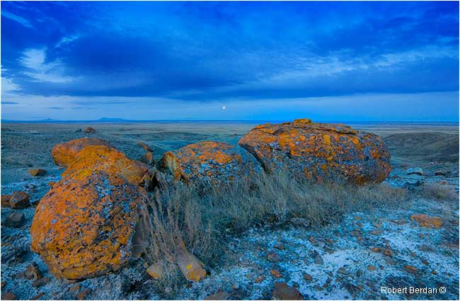 Moon setting over Red Rock Coulee by Robert Berdan ©